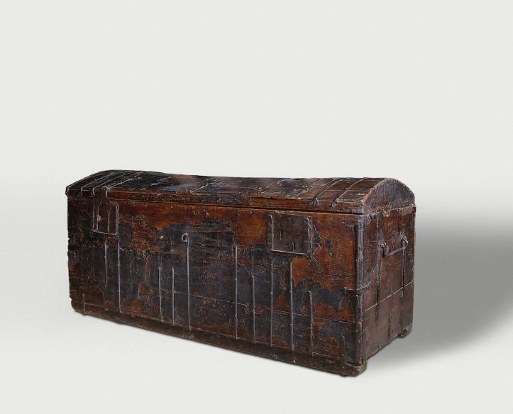 17de-eeuwse boekenkist, naar verluidt de kist waarmee Hugo de groot in 162 uit Slot Loevestein ontsnapte. Er zijn zeker 5 kisten waarvan dit geclaimd wordt. (Rijksmuseum)