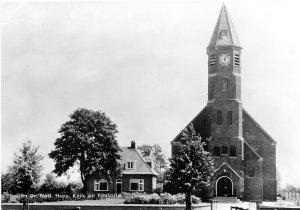 Mijn geboortehuis, de pastorie naast de kerk. Ansichtkaart (Reliwiki)